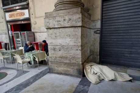 CLOCHARD TROVATO MORTO NEL CENTRO DI NAPOLI
