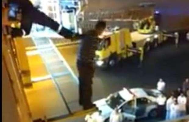 pompiere spinge un suicida - arabia