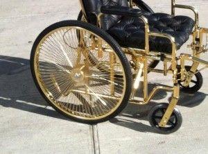 sedia a rotelle in pelle e oro 24 carati lady gaga