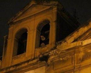 suora fantasma sul campanile della chiesa