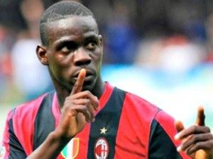 http://www.notiziario360.it/wp-content/uploads/2013/04/balotelli-zittisce-tifosi.jpg