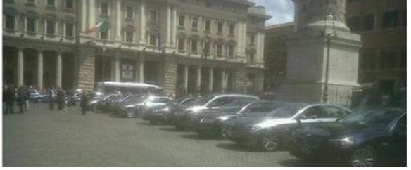 sfilata di auto blu a palazzo chigi