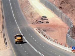 israele muro anti immigrati