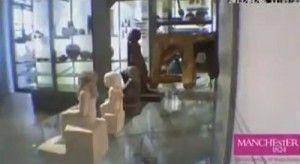 statua che ruota attorno a se stessa